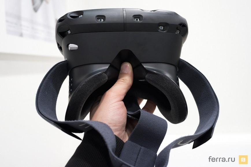 HTC Vive в руке