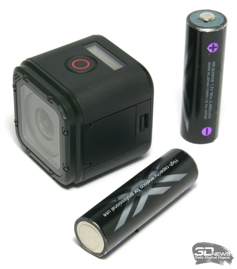 Сравнение габаритов GoPro Hero 4 Session с аккумуляторами форм-фактора АА